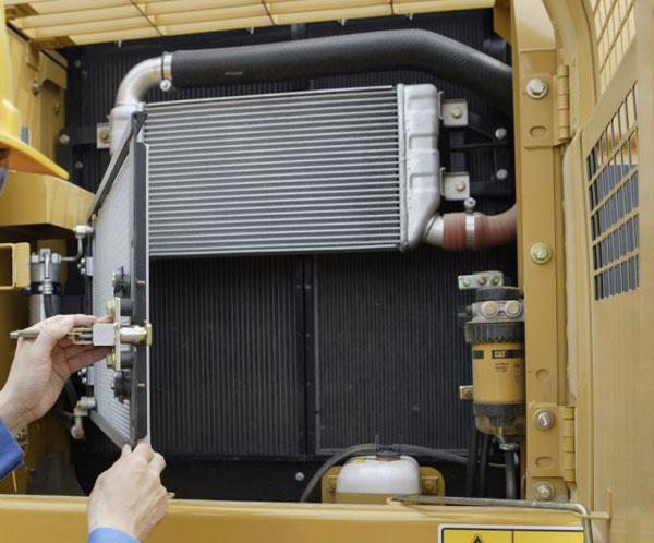改变挖机发动机冷却系统结构解决发动机高温问题