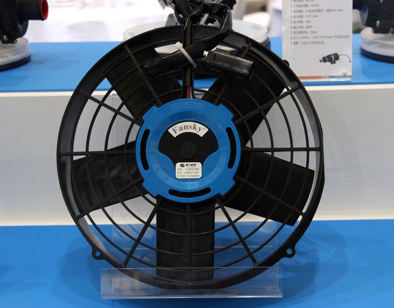 如何确定发动机冷却系统电子冷却风扇是吹风还是吸风